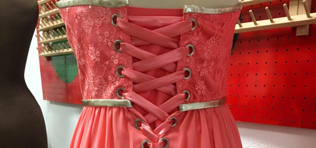 Kleid Schnürung neu